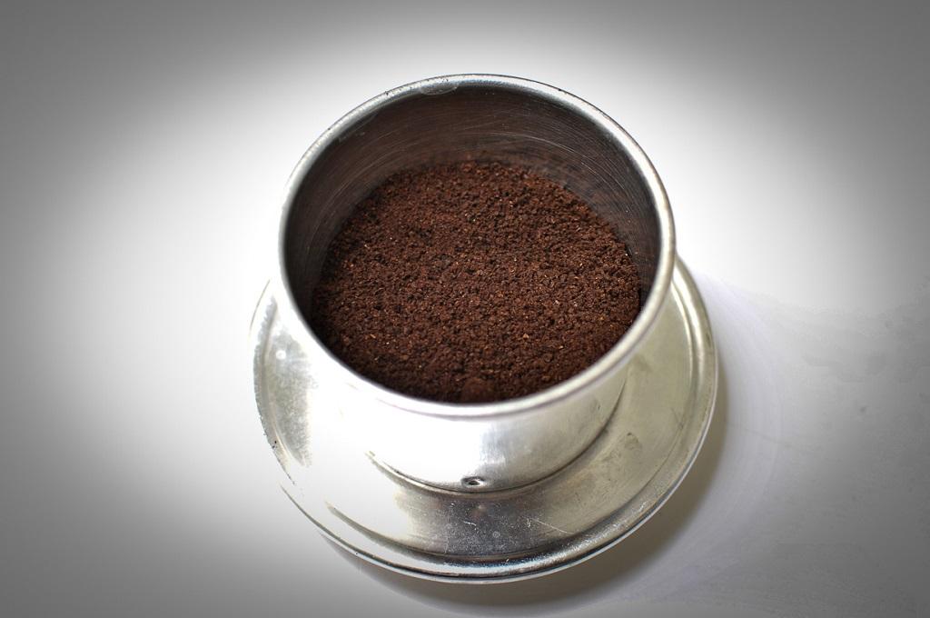Cách pha Cà phê rang xay bằng Phin cà phê