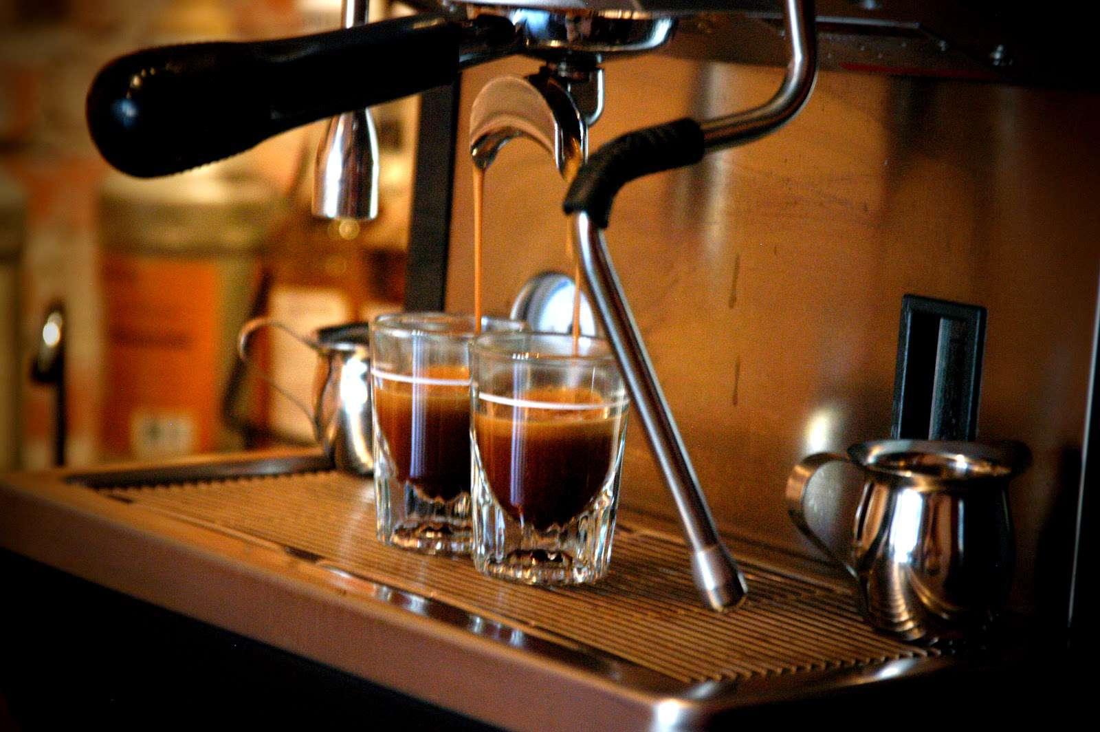 Pha Cafe bằng máy